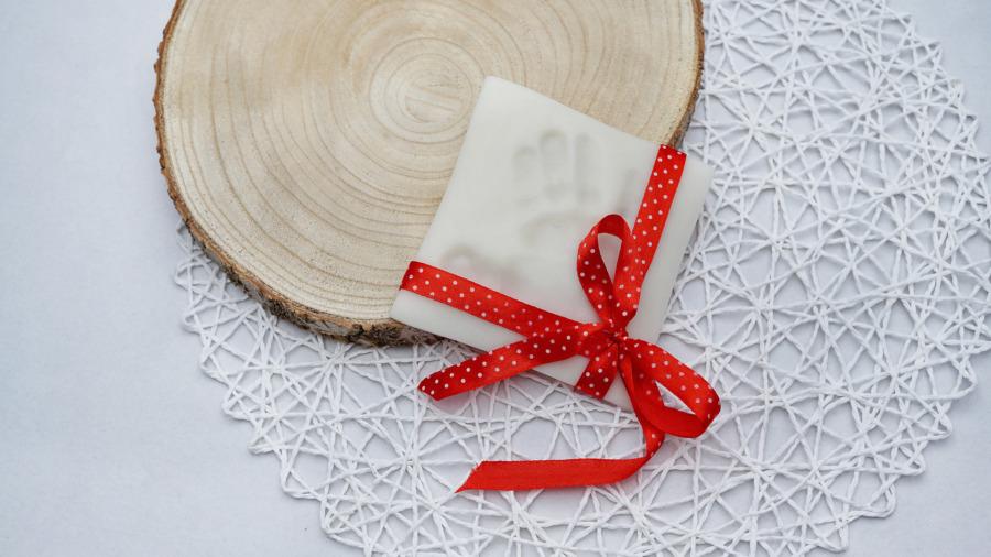 Odcisk rączki wmasie porcelanowej